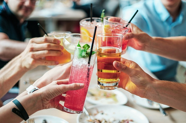 HEALTH BENEFITS OF MODERATE ALCOHOL CONSUMPTION